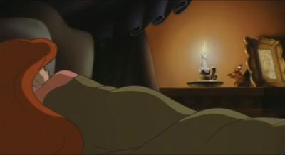 Русалочка спит под одеялом