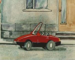 Машина стоит рядом с окном и дверью